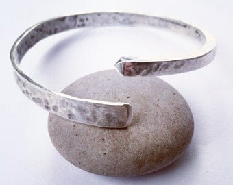 Silver hammered arrow bangle