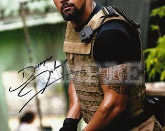 Dwayne Johnson signed 8x10 Autograph RP - Great Gift Idea - Ready to Frame photo picture