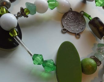 Green short beaded necklace
