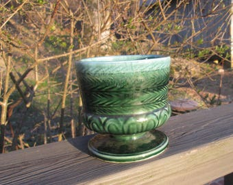 Vintage Green Pottery Planter - Small Round Footed Pot - Hull U.S.A. F 84