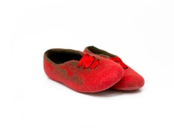 Traditional Christmas Red Green Felted wool slippers Gift for her Christmas decoration