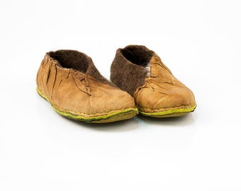 Womens slippers handmade in brown felted wool and recycled leather ENVELOPE