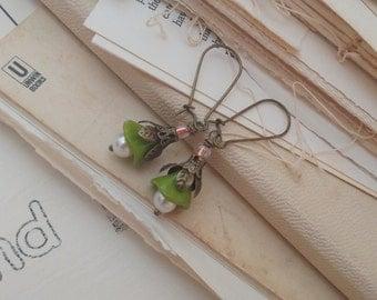 Secret garden, green flower earrings.