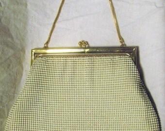 Vintage Whiting And Davis Handbag Vintage White Mesh Purse Gold Metal Frame Kiss Clasp Wedding Purse Bridal 1970s 70s
