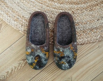 Very Organic Felted wool slippers in natural brown and dark grey colours for nature and comfort lovers