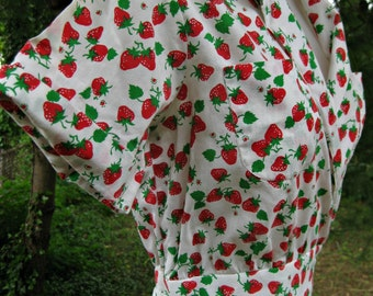 STRAWBERRIES dress, 1980s shirt dress, 80s wrap around dress, wrap dress in a luscious Strawberry Fields Forever print