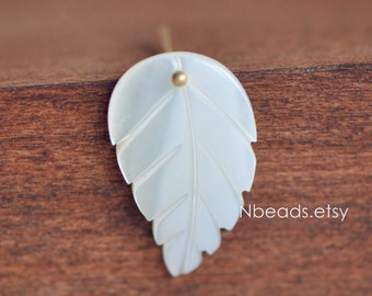 10pcs White Mother of Pearl Shell Carved Leaf Charms 20mm  (#V1262)