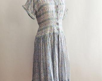 1940's Cotton Sheer French Floral Shirt Dress // Full Skirt Day Dress // Cotton Gauze // Retro Pin Up // Size Medium