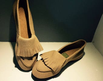 Slippers, Daniel Green Comfy Slippers, Beige Loafer Style With Fringe House Shoe, Size 7-7 1/2
