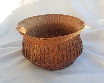 Round Rustic Wicker Basket Decorative Storage Container
