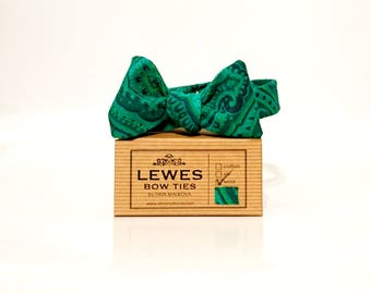 Men's self tie bow tie made from vintage wool fabric in beautiful green paisley print, woodland wedding bow tie, green paisley bow tie