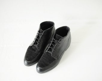 Vintage Munro Two Tone Black Leather Ankle Boots, Womens 5 / ITEM109