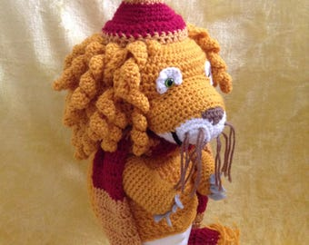 Luna's Lion Head Gryffindor Quidditch Mascot Hat - Harry Potter (Crocheted)