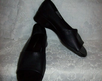 Vintage Ladies Black Leather Open Toe Slip Ons Loafers by Croft & Barrow Size 6 1/2 Only 5 USD
