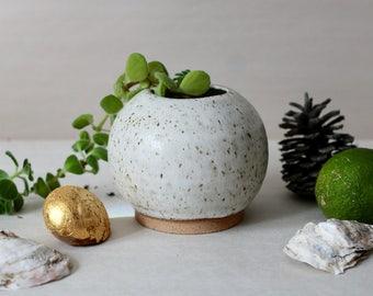 Sphere bud vase