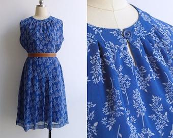 Vintage 80's 'Daisy Lou' Blue Floral Keyhole Neck Day Dress L or XL