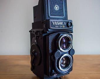 Yashica Mat 124 G, Yashica Film Camera, Film Camera, Yashica, Twin Lens Reflex, Medium Format, Vintage, 120 Film, 220 Film, Vintage Camera,
