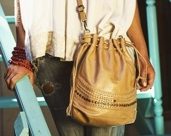 TRIBAL CHILD. Leather shoulder bag / leather crossbody bag / drawstring purse / drawstring bag / boho. Available in different leather color.