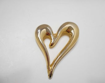 Large Gold Tone Heart Brooch (2377)