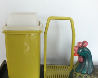 Tupperware Pickle Keeper Pick A Deli Olive 3 Piece Avocado Green Party Supplies, Tupperware 1330-5 -FANTASTIC condition