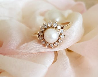 Stunning Vintage 14k Yellow Gold Ring with Pearl and Diamonds / Birks / Antique Jewelry / Diamond Pearl Ring