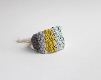 bracelet large tissé : crème, gris, turquoise et jaune citron