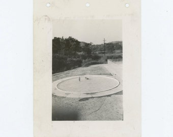 Vintage Snapshot Photo: Two Children in Wading Pool, 1941 (612530)