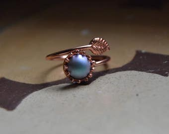 Gift for woman Iridescent light blue pearl ring, rose gold leaf ring, powder gray pearl ring rose gold, delicate ring, Swarovski ring