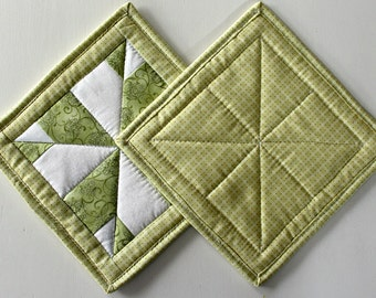 Quilted Potholders, Spring Potholders, Spring Hot Pads, Quilted Potholders, Quilted Hot Pads, Spring Trivet, Set of 2