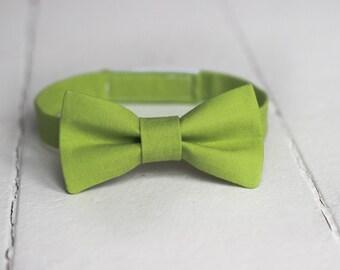 Mens Green bow tie, Mens Greenery bow tie, Mens Lime Green Bow tie, Mens Easter Bow tie, Green wedding, Mens bow tie, Spring Bow Tie