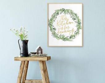 Printable digital art print, This kitchen is for dancing, Green laurel wreath, Instant download, Kitchen quote, Kitchen Decor - SKU:5111
