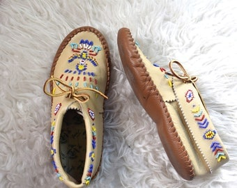 Taos Beaded Moccasins/ 80s Soft Sole Moccasins/ Tan Leather Slip Ons/ Women's Size 6 6.5