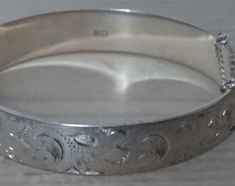 Vintage sterling silver engraved hinged bangle