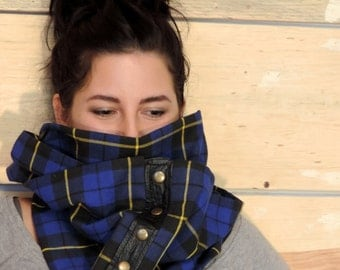 Infinity scarf in wool and recycled leather (2 times around the neck)