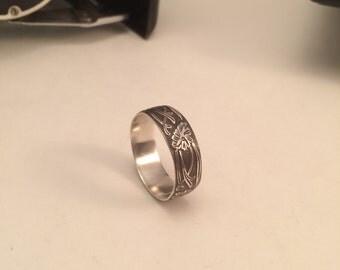 Nouveau style Silver ring - size 10.5