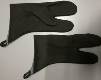 Three-fingered gloves made of grey wool fabric for medieval reenactment