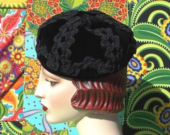 Vintage 1960's Hat . Black Velvet Unstructured Beret Pillbox . Gorgeous Braided Soutache Design . I MAGNIN & Co. Fully Lined . Winter Hat