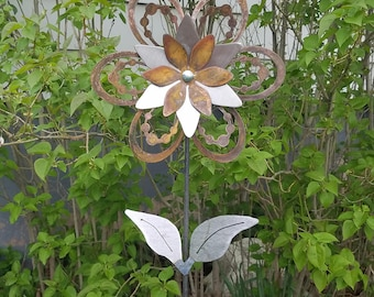 Small Beaded Flower Yard Stake