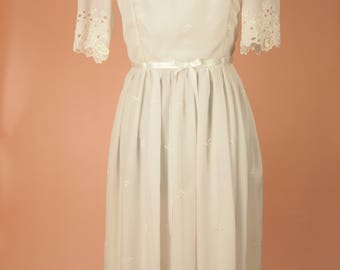 VINTAGE 1970S WEDDING DRESS - Wedding Dress - White Dress - Vintage - Broidery Anglais - Embroidered - Summer Dress - Vintage Dress