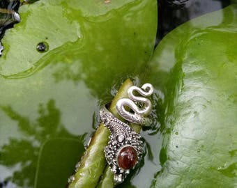 Snake charmer adjustable with a oval shaped garnet gemstone and sterling silver 925