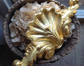 Decorative element made of gilded gips