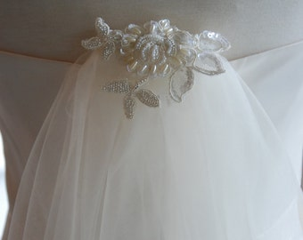 Ivory double layer fingertip veil;ivory fingertip veil with decorative comb;beaded lace comb veil