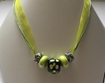 Green charm's organza collar with pearls ref 784 ceramics
