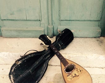 Utterly charming antique bowl back mandolin with original case - for decoration or restoratIon
