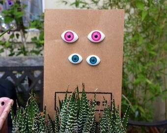 I've got my eye on you: Dolls eye pins