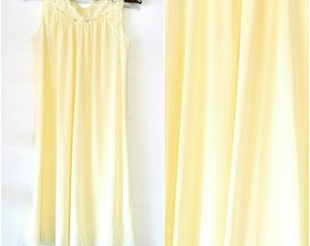Vintage Shadow Line Sleeveless Pale Yellow Night Gown Size Small