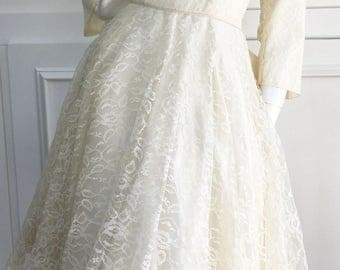 """1950s Vintage Lace Wedding Dress with """"New Look"""" Silhouette--Sz. 13/14  (10111CL)"""