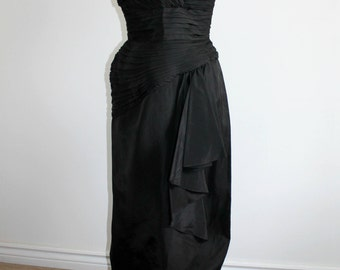Black Pleated Evening Gown with Sweetheart Neckline - size XS
