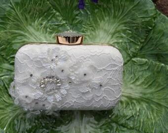 White Lace Bridal Clutch, White Wedding Purse, Lace Box Clutch, White Lace Minaudiere, Floral Bridal Bag.