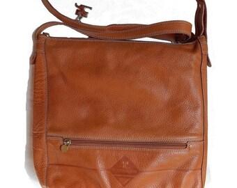 Leather Courrèges bag rough camel vintage